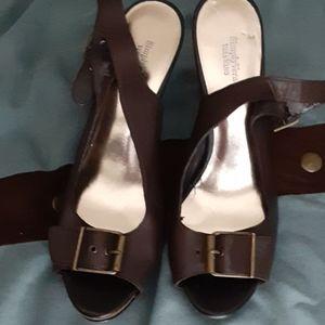 Vera wang brown leather heels